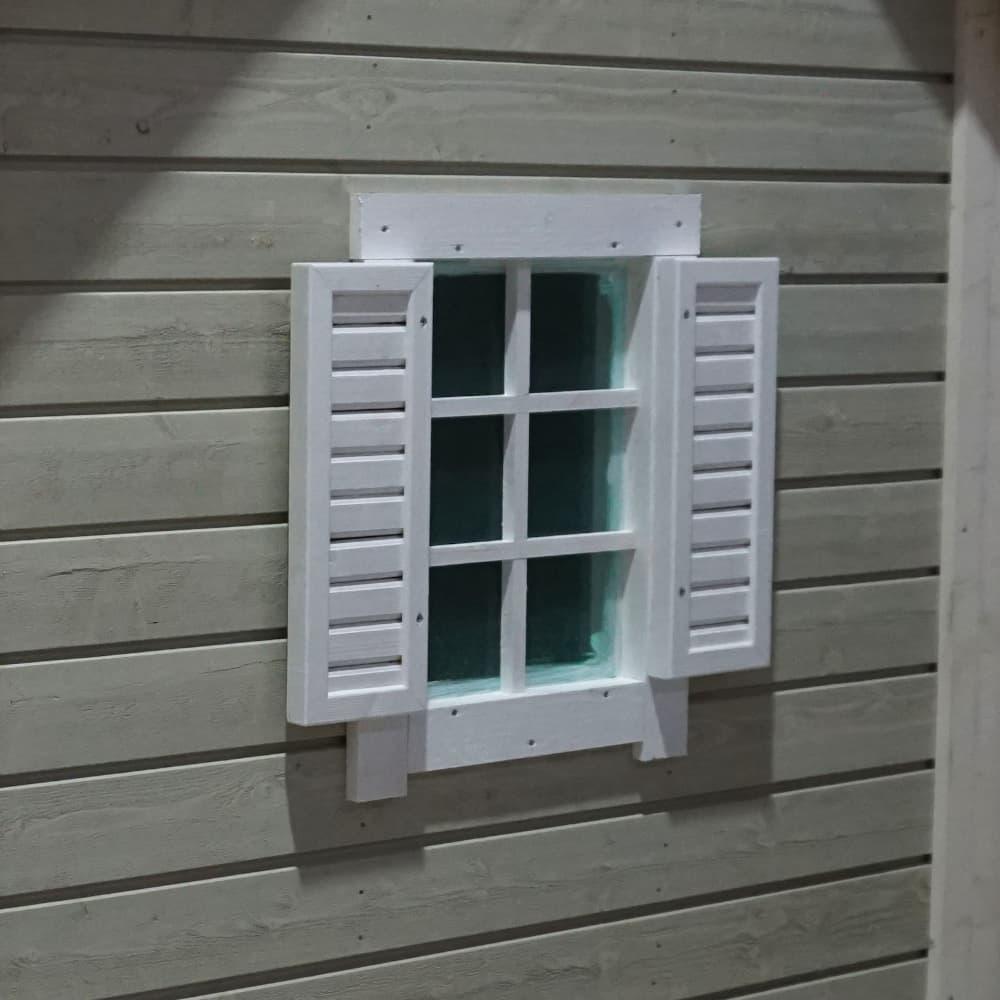Ikkunaluukut perinteiseen leikkimökkiin tuotekuva